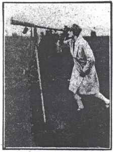 """A lady views the 1927 eclipse from Richmond, North Yorkshire""]"
