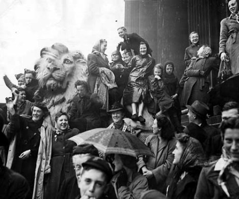 VE celebrations on the Town Hall steps
