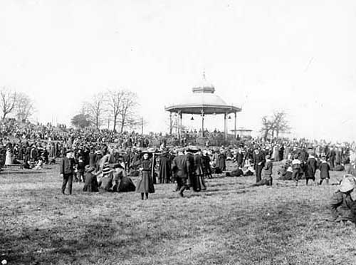 Early 1900s view of the bandstand in Roundhay Park.