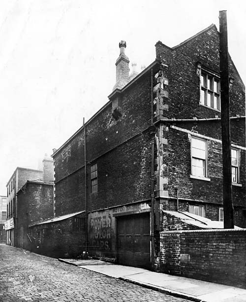 1914 View looks from King Charles Street onto the Red Hall. This property was built in 1628 and was probably the first brick building in Leeds. Text and image taken from Leodis