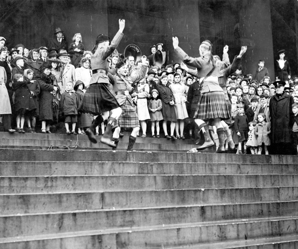 Scottish soldiers dance on Leeds Town Hall steps as part of VE Day celebrations
