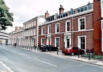 13th October 1999 View of Swarthmore Education Centre in Woodhouse Square. It moved initially to number 4 in 1919 but now occupies numbers 2 to 7 (c) Leeds Libraries