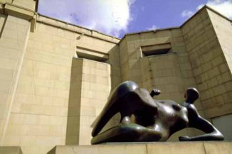 c1990s View of the Henry Moore Institute to the east of the City Art Gallery (C) Leeds Libraries